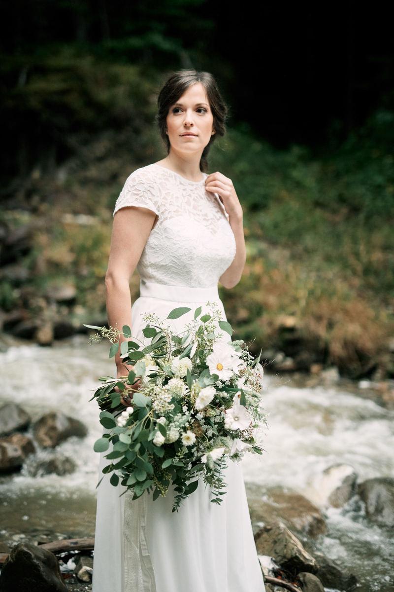 Braut mit Oversize Brautstrauß von Wildflower aus Stuttgart