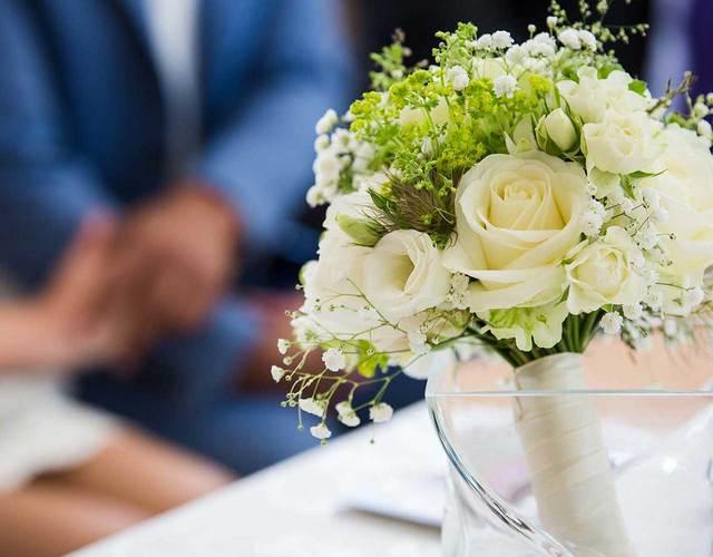 romantisher Brautstrauß mit Rosen