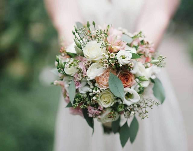 ein Brautstrauss in pastell Farben