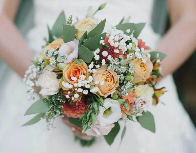 Brautsrauß in peach, apricot, creme und pastell